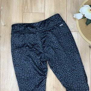 Danskin Pants - Danskin Cheetah cropped legging